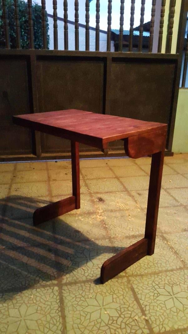 Pallet Breakfast Table Pallet Desks & Pallet Tables