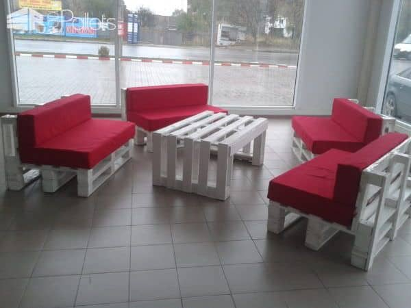 Pallet Lobby Furniture Pallet Furniture Pallet Store, Bar & Restaurant Decorations
