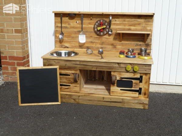 Pallet Educational Play Kitchens Fun Pallet Crafts for Kids Pallet Desks & Pallet Tables