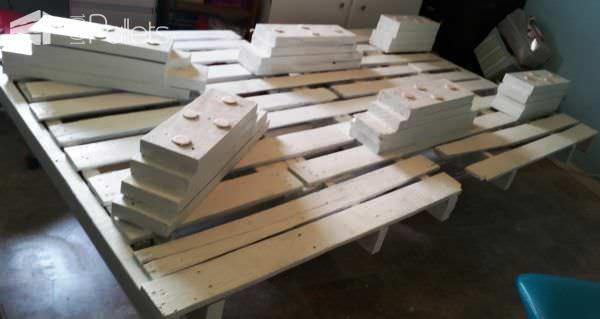 Underlit Pallet Bed You Have To See! Pallet Beds, Pallet Headboards & Frames