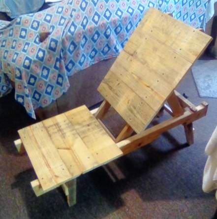 Adjustable Upholstered Pallet Lounge Chair Pallet Benches, Pallet Chairs & Stools