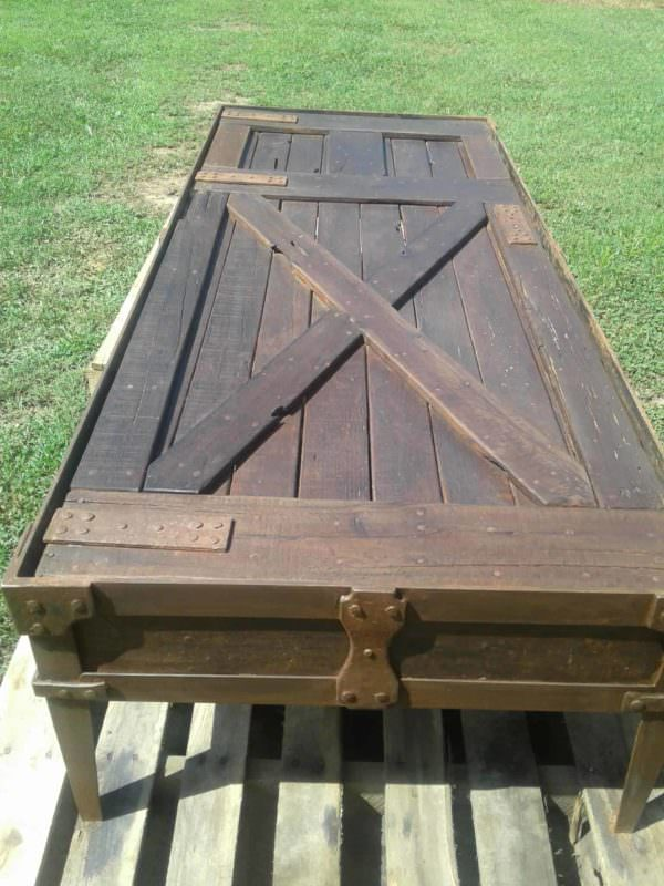 Red Oak Iron-banded Pallet Coffee Table Pallet Coffee Tables
