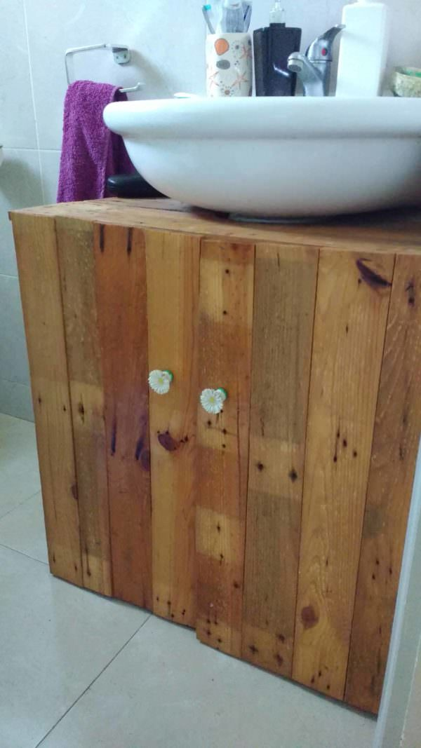 Rustic Sink Pedestal Surround Out Of 6 Repurposed Pallets / Mueble De Baño Pallet Cabinets & Wardrobes