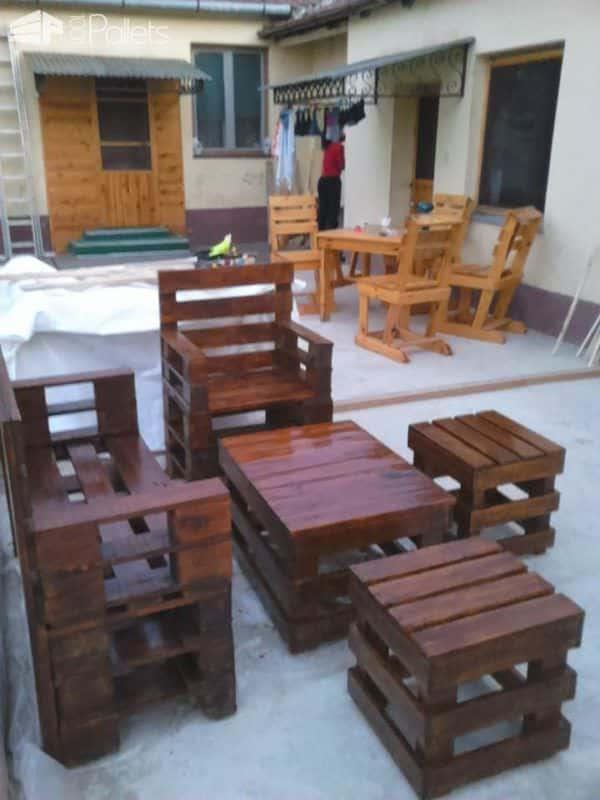 Eye Catching Sittin' Pretty Pallet Garden Set Lounges & Garden Sets