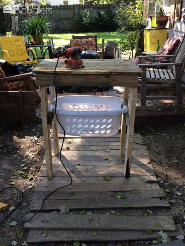 Handy Laundry Sorting/Folding Table Pallet Desks & Pallet Tables