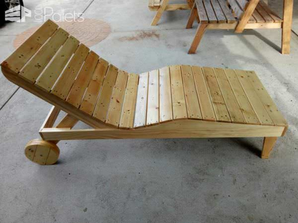Body-contoured Pallet Chaise Lounger Lounges & Garden Sets Pallet Furniture
