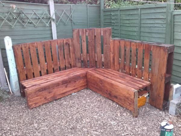 Distinctive Pallet Corner Bench Unit For The Family Lounges & Garden Sets Pallet Benches, Pallet Chairs & Stools