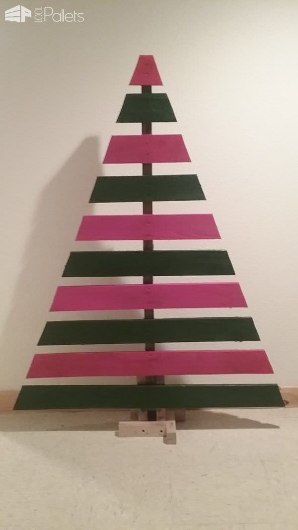 Easy Pallet Christmas Tree Under 15 Bucks! Pallet Home Décor Ideas