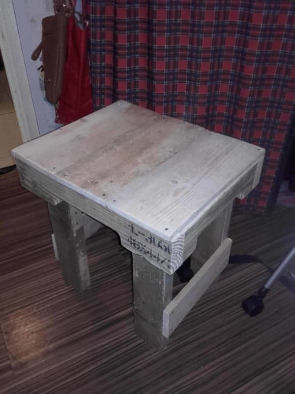 Simple, Easy Chunky Pallet Side Table Pallet Coffee Tables