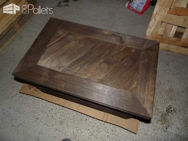 Slick Pallet Coffee Table With Hidden Chest Pallet Boxes & Chests Pallet Coffee Tables