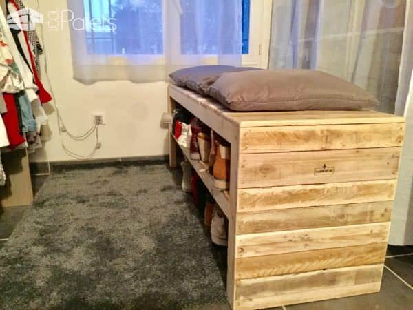 This Pallet Bench Has Two Shoe Storage Shelves! Pallet Benches, Pallet Chairs & Stools