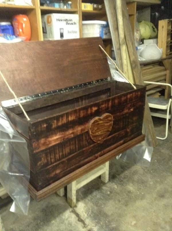Heirloom Pallet Trunk Adds Charm Anywhere! Pallet Boxes & Chests