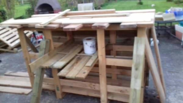 Homemade Pallet Bar Creates Great Outdoor Gathering Space Pallet Bars
