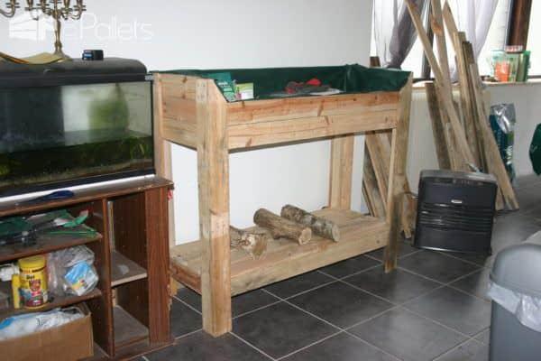 Little Pallet Potting Bench / Etabli De Rempotage Pallet Planters & Compost Bins