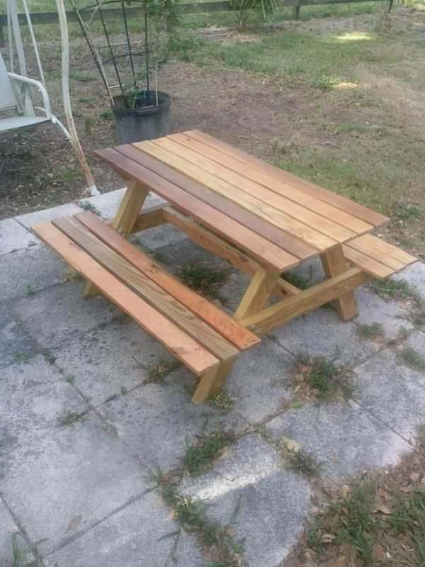 Children's Pallet Picnic Tables Are Too Cute! Pallet Desks & Pallet Tables