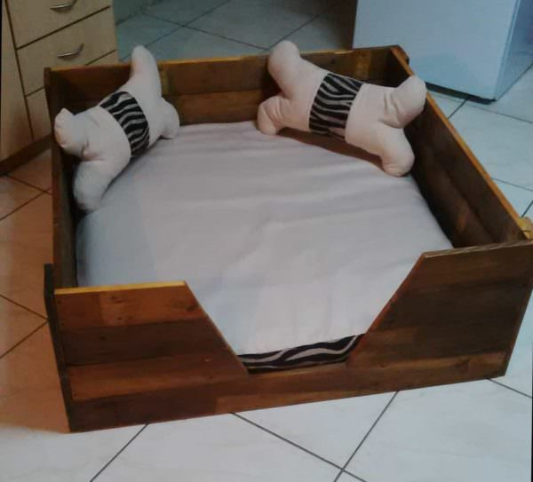 Pooch's Perfect Pallet Dog Bed With Homemade Cushions & Pillows! Animal Pallet Houses & Pallet Supplies