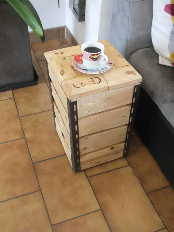 Cute Little Pallet Side Table Pallet Coffee Tables Pallet Lamps & Lights Pallet Tutorials