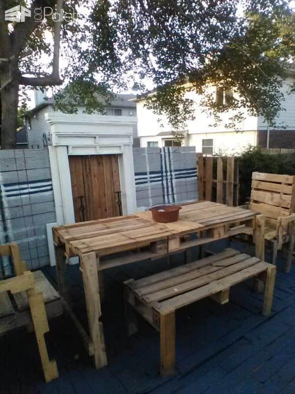 Raised Pallet Wood Deck/Dining Set Pallet Terraces & Pallet Patios
