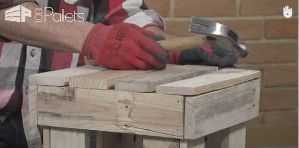 Video Tutorial: Fast Pallet Stool DIY Pallet Video Tutorials Pallet Benches, Pallet Chairs & Stools