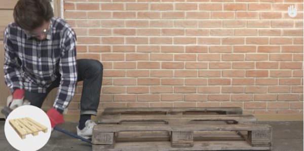 Video Tutorial: Simple Pallet Chair! DIY Pallet Video Tutorials Pallet Benches, Pallet Chairs & Stools