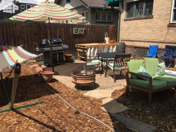 Outdoor Pallet Kitchen Counter Adds Prep Space Pallet Desks & Pallet Tables Pallets in the Garden