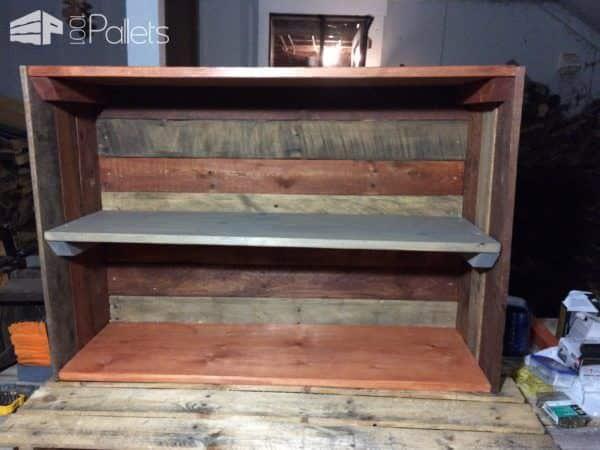 Pallet Dorm Bookshelf: Daughter's First Pallet Project! Pallet Bookcases & Bookshelves
