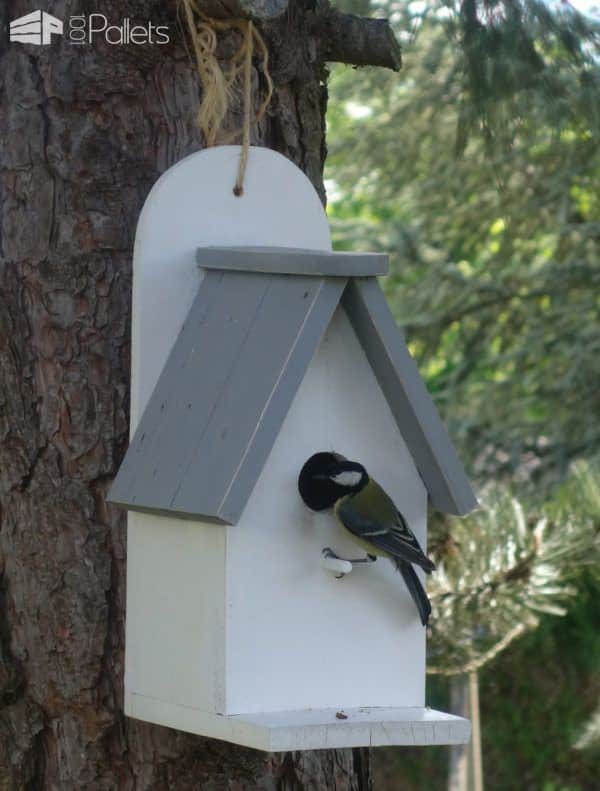 Sweet Little Pallet Nesting Box For Feathered Friends Animal Pallet Houses & Pallet Supplies DIY Pallet Tutorials