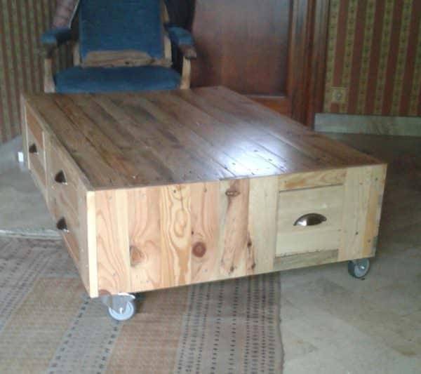 Sleek, Modern Pallet Wood Coffee Table On Wheels Pallet Coffee Tables