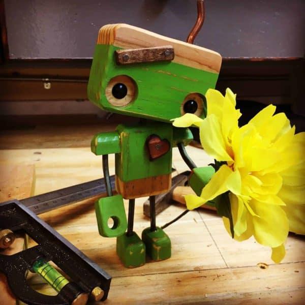 Pallet Wood Robot Melts Valentines Day Hearts DIY Pallet Video Tutorials Pallet Home Décor Ideas