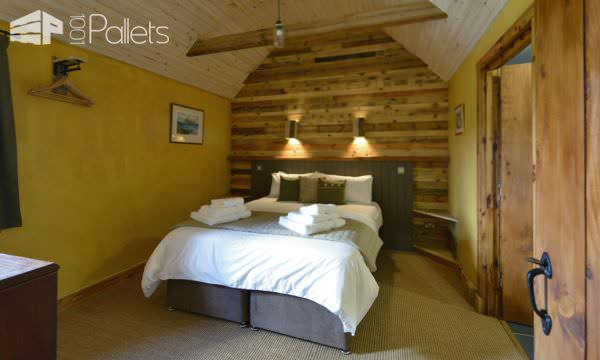 Unbelievable Pallet Wood Holiday Cottage Will Inspire You! Pallet Home Décor Ideas