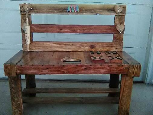 Cute Kitchen Play Set or Kid's Craft Table Fun Pallet Crafts for Kids Pallet Sheds, Cabins, Huts & Playhouses