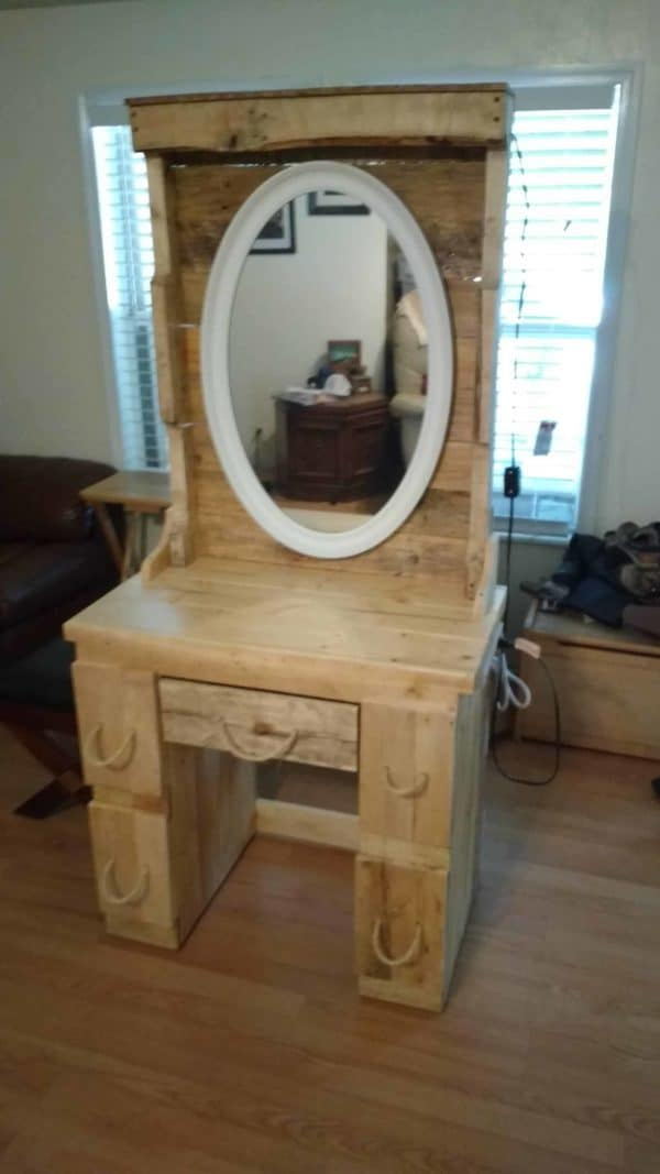 Diminuitive Pallet Vanity Perfect For Granddaughter Pallet Cabinets & Wardrobes