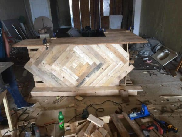 Lovely L-shaped 3-piece Pallet Bar For My Buddy Pallet Bars