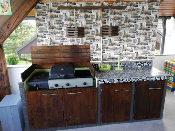 Amazing Pallet Outdoor Kitchen For Under 300 Dollars! Pallet Bars Pallet Terraces & Pallet Patios