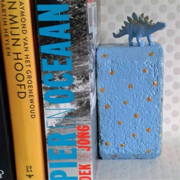 Dinosaur Bookend with a Two-color Repurposed Pallet Block Pallet Home Accessories
