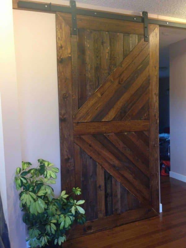 Using Your Old Pallets to Build a Barn Door Pallet Walls & Pallet Doors