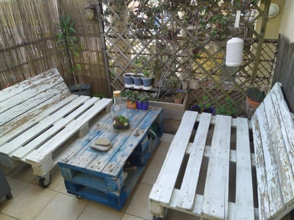Outdoor Living Room and Coffee Table with Storage Niches Pallet Coffee Tables
