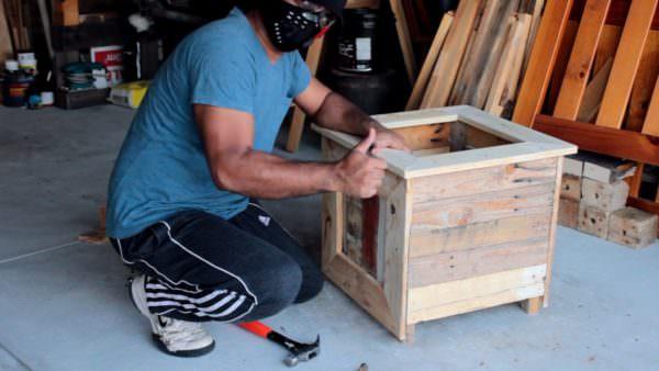 Diy – Backyard Pallet Planter Box DIY Pallet Tutorials DIY Pallet Video Tutorials Pallet Planters & Compost Bins