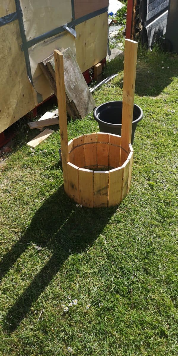 Little Pallet Wishing Well Project Pallet Planters & Compost Bins