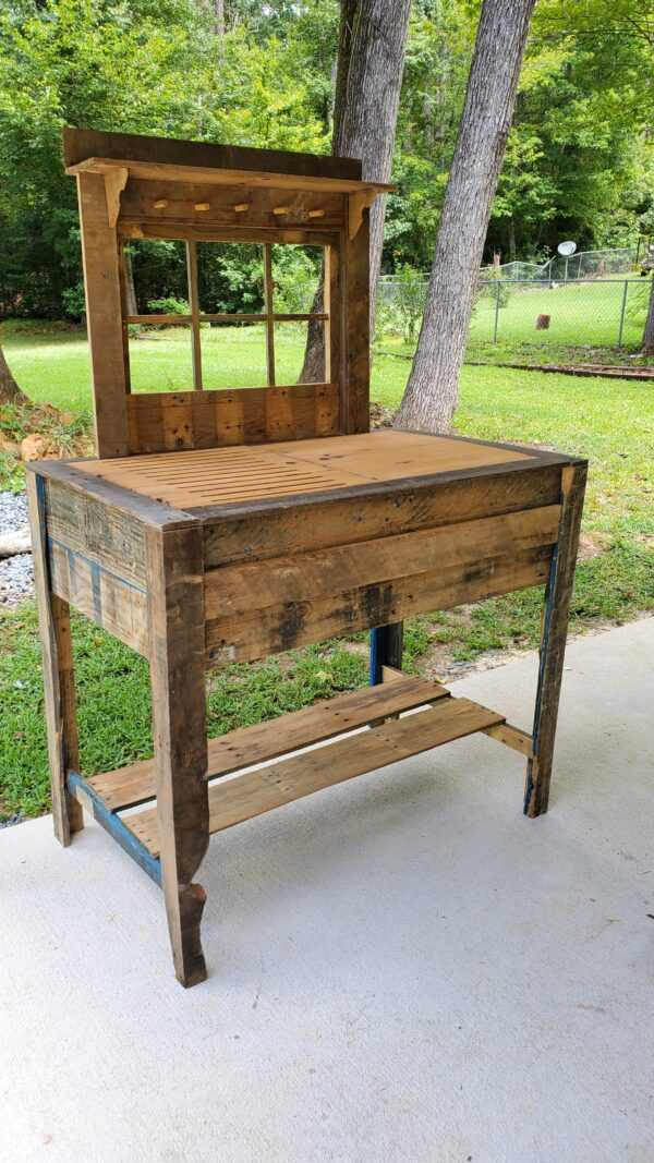 Rustic Potting Table from Pallets Pallets in the Garden