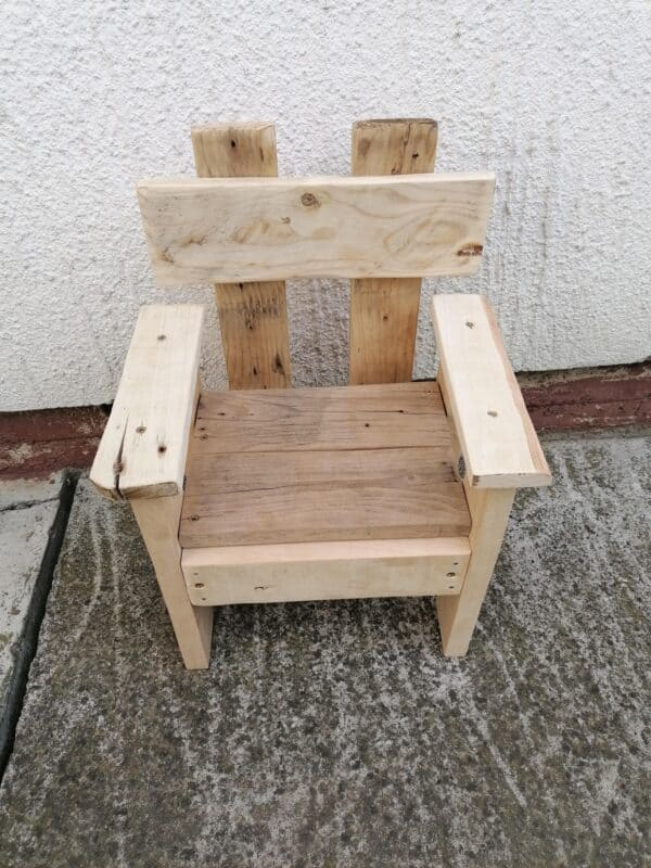 Children's Multi-purpose Table With Armchair Fun Pallet Crafts for Kids Pallet Benches, Pallet Chairs & Stools Pallet Desks & Pallet Tables