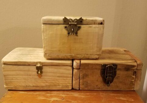 No matter what style of latch you use - from functional to ornate/decorative, it's just better when on these rustic little Pallet Jewelry Boxes!