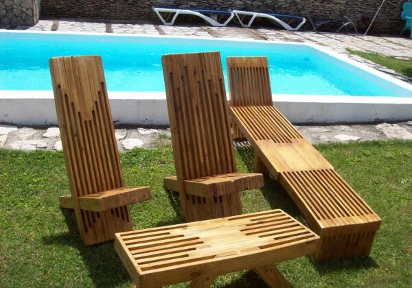 Picture yourself sitting poolside with this beautiful Stacked Pallet Wood Lounge Set. Perfect for parties and outdoor living!