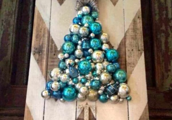 how-to-make-a-chevron-pallet-ornament-christmas-tree-crafts-pallet-seasonal-holiday-decor