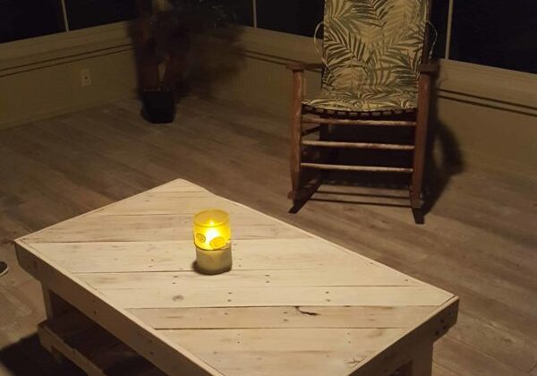 1001pallets.com-florida-room-coffee-table-and-matching-end-tables