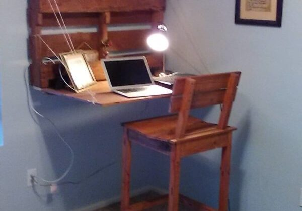 1001pallets.com-computer-desk-and-chair2