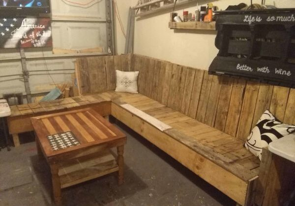 1001pallets.com-game-room-pallet-sectional-sofa-01