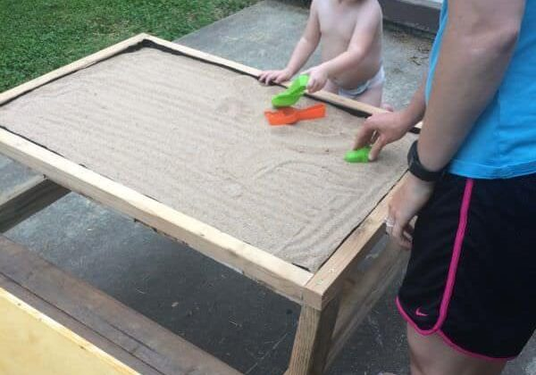 1001pallets.com-kids-sandbox-picnic-table2