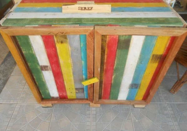Kitchen-Cabinet-from-old-pallets