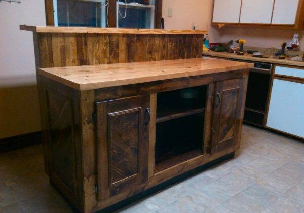 1001pallets.com-how-i-built-my-kitchen-island-out-of-pallet-wood
